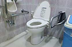 モール仙台長町店3階飲食店街奥身障者用トイレ