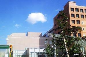 病院の外は青空